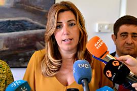 La presidenta de la Junta, Susana Díaz, atendió a los medios de comunicación en su visita a Segura de la Sierra (Jaén).