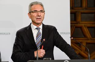 Vázquez anuncia que el Gobierno andaluz solicitará un pleno extraordinario en el Parlamento sobre la atención en urgencias y la hepatitis C