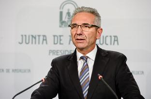 Vázquez expone el nuevo decreto regulador de los guías turísticos en Andalucía