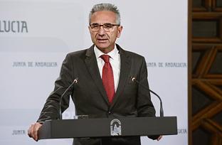 Vázquez expresa la preocupación de la Junta ante la situación de los 25.000 trabajadores de Abengoa y sus industrias auxiliares