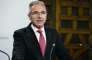 Vázquez explica la declaración de interés autonómico el proyecto del centro de aviones no tripulados de Moguer