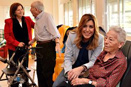 Díaz visitó una residencia de personas mayores en La Carlota.
