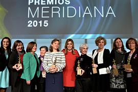 Susana Díaz, con las mujeres reconocidas.