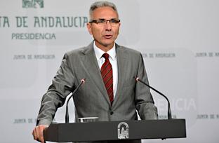 Vázquez explica el acuerdo con las universidades públicas andaluzas para prácticas académicas