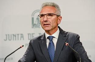 Vázquez explica la inversión de 4,03 millones de euros para mobiliario escolar en colegios e institutos