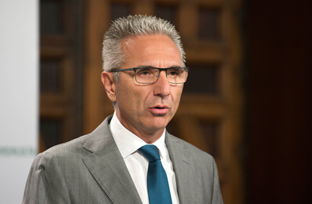 Vázquez expone el nuevo marco regulador de las ayudas medioambientales y de sostenibilidad energética