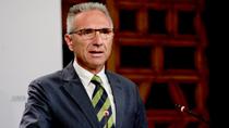 Vázquez explica el nuevo plan que destinará 26,7 millones de euros a la mejora de caminos rurales