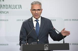 Vázquez explica el decreto que permitie a los empleados públicos de la Junta recuperar la jornada laboral de las 35 horas semanales