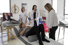 La presidenta de la Junta, durante su visita al centro de salud de Íllora (Granada).