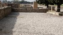 Una obra oculta bajo grava, arena y una cubierta geotextil