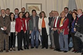 Susana Díaz, con el colectivo memorialista de Andalucía. (Foto EFE)