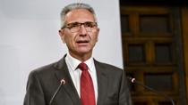 Vázquez anuncia la decisión de la Junta de requerir al Gobierno la derogación del Real Decreto que regula la dispensación enfermera