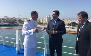 Fernández visitó la terminal de cruceros de la Bahía de Cádiz y el buque Thomson Spirit.