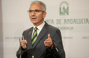 Vázquez informa sobre el decreto que mejorará la seguridad en la dispensación farmacéutica y la intimidad de los usuarios