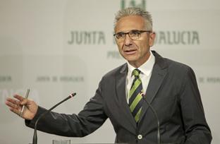 Vázquez informa sobre el respaldo del Consejo a la proposición de ley de igualdad de trato para el colectivo LGTBI