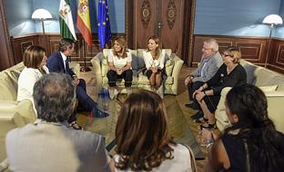 La presidenta de la Junta ha manifestado durante el encuentro el compromiso del Gobierno andaluz con la atención y la empleabilidad de las personas con enfermedad mental.