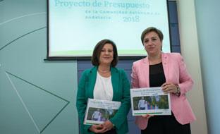 La consejera de Igualdad y la delegada del Gobierno en Granada, durante la presentación.