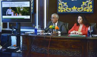 Antonio Ramírez de Arellano y Esther Gil, durante la presentación de los Presupuestos de la Junta en Sevilla.