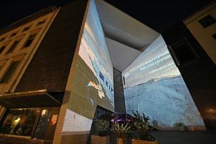 Video mapping de presentación de la nueva imagen de Sierra Nevada, proyectado en la fachada del Centro Federico García Lorca.