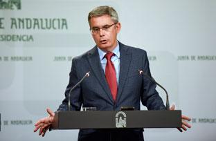 Blanco informa sobre la protección como Sitio Histórico de la casa natal de Luis Cernuda en Sevilla