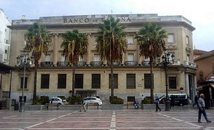Fachada de la antigua sucursal del Banco de España en Huelva.