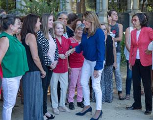 Díaz saluda a integrantes del Consejo Andaluz de Participación de las Mujeres.
