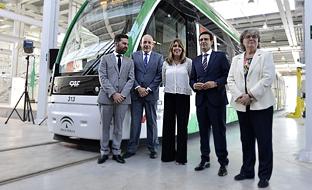 La presidenta de la Junta, en Granada, ha valorado que el Metropolitano ha cambiado la fisonomía de la capital granadina y su entorno.