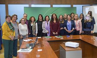 Las consejeras de Hacienda e Igualdad con representes del Consejo Andaluz de Participación de las Mujeres.