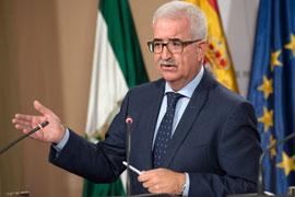 El vicepresidente de la Junta, Manuel Jiménez Barrios, durante su intervención.