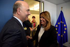 Susana Díaz y Pierre Moscovici, en los momentos previos a su encuentro.