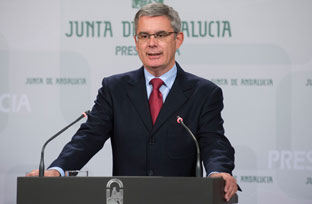 Blanco resalta que tres de cada cuatro euros de los presupuestos andaluces se destinan a políticas que favorecen la igualdad de género