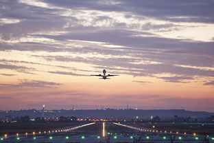 Easy-Jets operará en 2018 tres nuevas rutas desde Sevilla a Bristol, Niza y Venecia, y otra desde Granada a Nápoles.