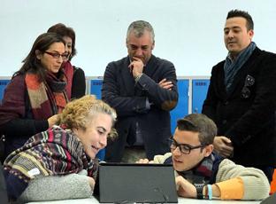 Javier Carnero defendió en Almonte la necesidad de que las TIC lleguen a toda la ciudadanía \u0027para fomentar el conocimiento y reducir desigualdades\u0027.