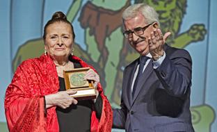 Manuel Jiménez Barrios y Matilde Coral, una de las andaluzas homenajeadas.