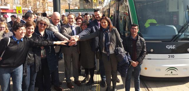 El consejero de Fomento asistió, junto a otros representantes, al primer recorrido completo del metro de Granada.