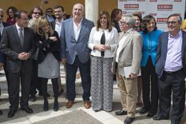 La presidenta de la Junta, con el resto de autoridades asistentes al acto, celebrado en Sevilla.