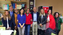 De la Calle asiste a la actividad de fomento de la lectura desde los cuentos tradicionales del Colegio Las Flores de Málaga