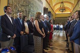 Susana Díaz, junto con el Gobierno andaluz y el resto de parlamentarios andaluces, durante la celebración del Pleno institucional por el XXXV aniversario de la Cámara autonómica.