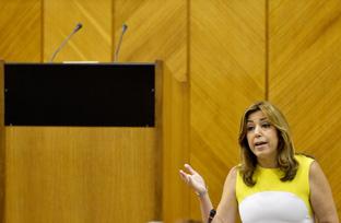 Díaz recuerda que la jornada laboral de 35 horas permitirá contratar a más de 7.000 sanitarios y docentes