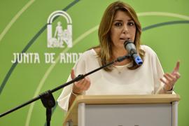 La presidenta de la Junta, durante su intervención en el centro de salud de Bailén.