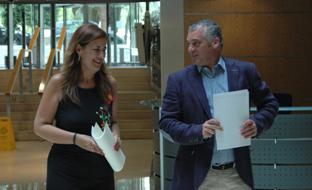 Sonia Gaya y Javier Carnero firmaron el protocolo de actuación en colegios andaluces.