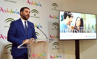 El consejero de Turismo, durante la presentación de la campaña en Málaga.