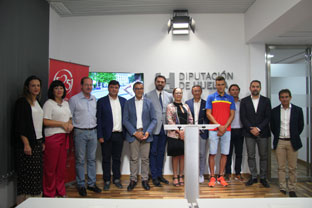 Francisco Javier Fernández asistió a la presentación de la Copa del Mundo de Triatlón.