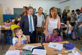 Díaz recorrió las instalaciones del colegio Rafael Aldehuela y conversó con los alumnos.