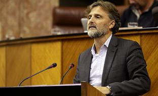 José Fiscal, ante el Pleno del Parlamento.