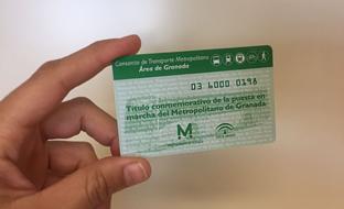 Las tarjetas conmemorativas distribuidas con motivo de la próxima puesta en funcionamiento del Metro de Granada.
