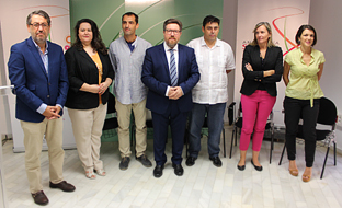 Rodrigo Sánchez Haro, junto con el resto de autoridades y personalidades, en la presentación de la muestra Andalucía Sabor.