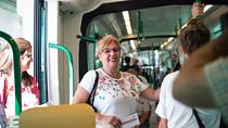 Los trenes, con capacidad de transportar 52 personas sentadas y 221 de pie