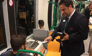 Uno de los interventores del metro de Granada.
