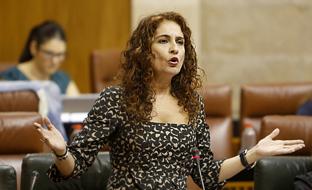 María Jesús Montero interviene en el Parlamento durante la sesión de control al Gobierno.